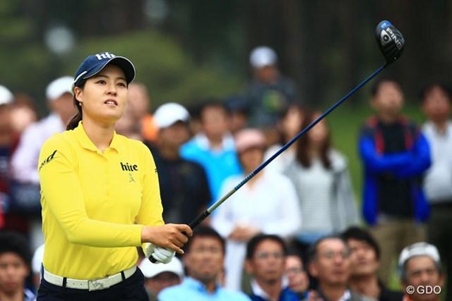 女子大生プロのチョン・インジが首位独走! 韓国からも多くのファンが詰めかける人気ぶりだ
