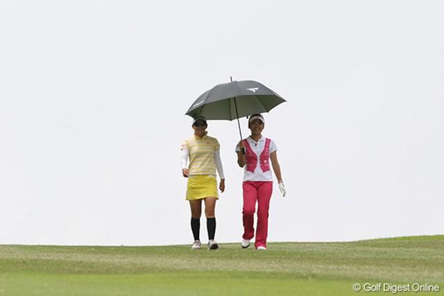 相合傘のさくらちゃんと智恵ちゃん