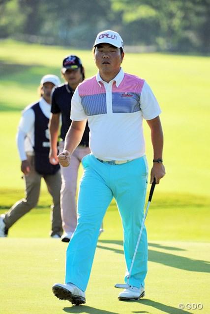 2015年 関西オープンゴルフ選手権競技 初日 李基相 初見の韓流選手です。体幹の強そうなガッチリした体型はいかにも韓流パワーの塊のようで…。2位タイ