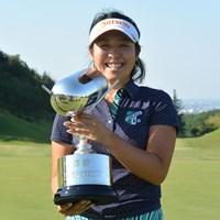 3位でスタートした小竹莉乃がこの日「70」をマークし、通算4アンダーでツアー初優勝を飾った※画像提供:日本女子プロゴルフ協会 2015年 日医工女子オープン 最終日 小竹莉乃