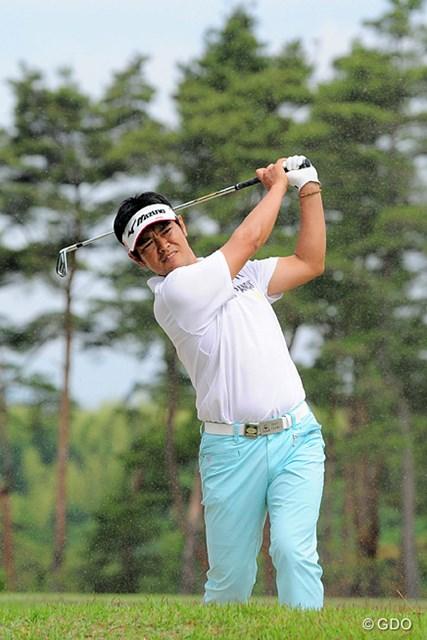 2015年 関西オープンゴルフ選手権競技 2日目 武藤俊憲 初日イーブンながら、今日は後半に4つ伸ばして首位と4打差と、一気に優勝圏内に飛び込んできました。12位タイ