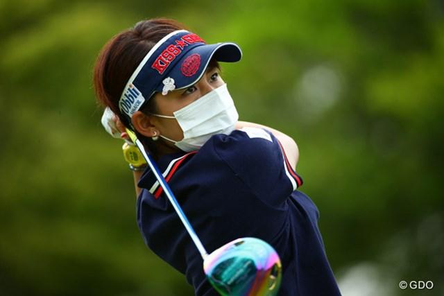 2015年 中京テレビ・ブリヂストンレディスオープン 2日目 岡村咲 マスクは彼女にとって特別。素顔が見たいのはカメラマンのわがまま。