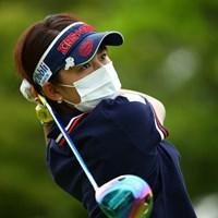 マスクは彼女にとって特別。素顔が見たいのはカメラマンのわがまま。 2015年 中京テレビ・ブリヂストンレディスオープン 2日目 岡村咲