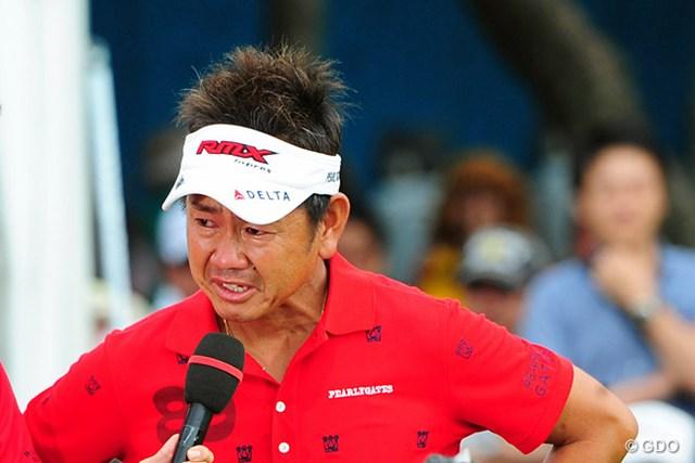 優勝会見で大会への思いを語るうち、藤田寛之は思わず男泣きした