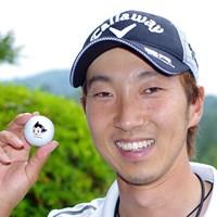 重永亜斗夢のボールには、今年から鉄腕アトムが。前ホールの出来によって、ティアップした際にアトムの顔が向く方向が変わるそうだ 2015年 日本ゴルフツアー選手権 Shishido Hills 事前 重永亜斗夢