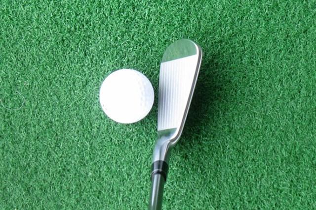 新製品レポート 本間ゴルフ TW727M アイアン ヒールがやや高いヘッド形状。構えると、ボールを包み込むようなイメージが湧く