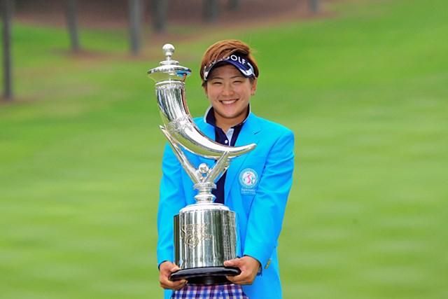2015年 サントリーレディスオープン 4日目 成田美寿々 初日からの逃げ切りで成田美寿々が今季2勝目を挙げた