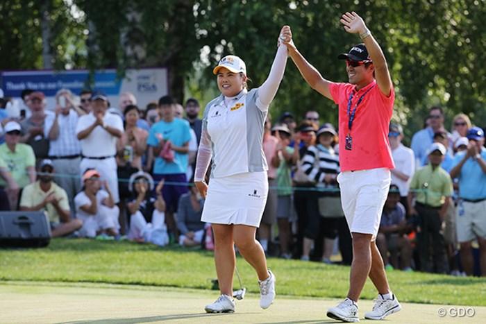 三連覇を達成した朴仁妃!元プロゴルファーで夫のナム・ギヒョプ氏と喜びを分かち合う 2015年 KPMG女子PGA選手権 最終日 朴仁妃
