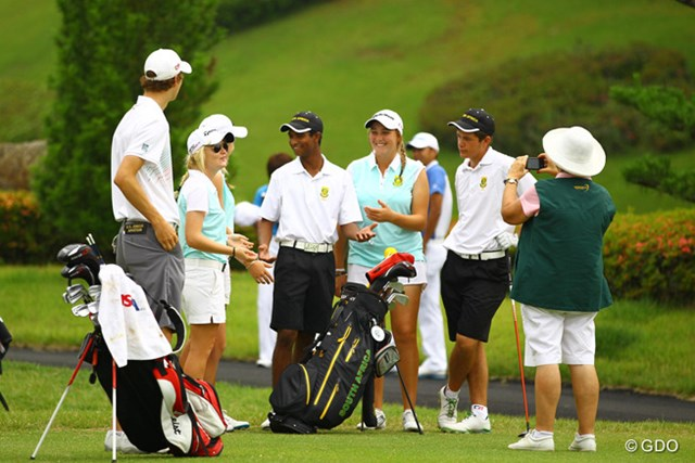男子チームのスタートを応援に来た、南アフリカ女子チーム。本当に男女問わずみんな仲良しなんです
