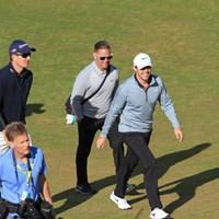 ローズ、マキロイの二人のメジャーチャンピオンを従えて歩く。あ、生徒はローズのほうだけですけど… 2015年 全米オープン 事前 ショーン・フォーリー