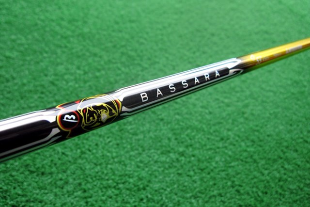ゴールドを基調にブラック、シルバーの配色が豪奢。『三菱レイヨン BASSARA GG』を試打レポート