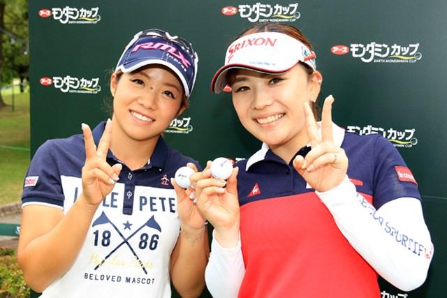 大江香織(写真左)と土田沙弥香は4番で達成。2人揃って記念撮影 ※写真提供:LPGA