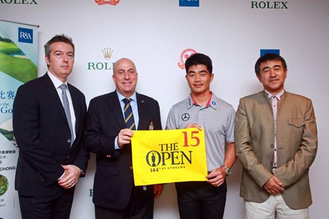 左からロレックス社のアンドリュー氏、R&Aのドミニック氏、リャン・ウェンチョン、国家体育総局のツォンミン氏