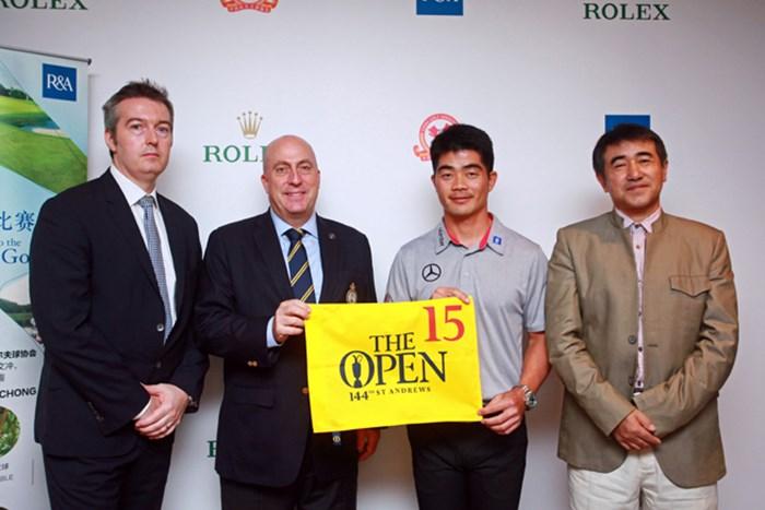 左からロレックス社のアンドリュー氏、R&Aのドミニック氏、リャン・ウェンチョン、国家体育総局のツォンミン氏 リャン・ウェンチョン