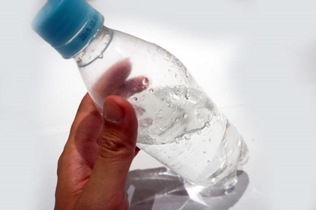 最近ではミネラルウォーター・ブランドの炭酸水も売られている