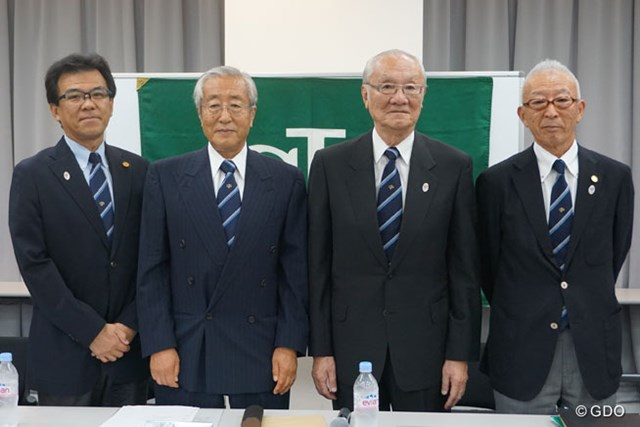 JGAは、都内で会見を開き新体制を発表した。 (写真左から)山中博史専務理事、竹田恆正新会長、安西孝之名誉会長、永田圭司副会長