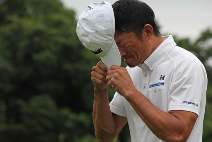 39歳の金子敬一が涙のチャレンジツアー初優勝を遂げた*JGTO提供 2015年 HEIWA・PGM Challenge II in 霞ヶ浦 ~Road to CHAMPIONSHIP 最終日 金子敬一