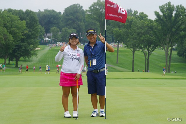 初の海外メジャーに挑戦する鈴木愛(左)をサポートする梅原キャディ