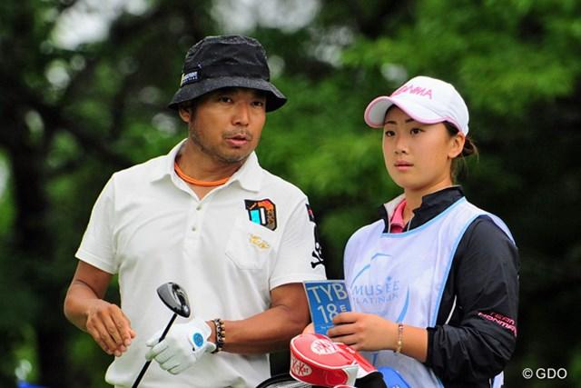去年の関西オープンでもキャディを務めた中谷さんは今年高校チャンプに輝きました~!