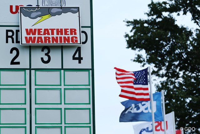 午後6時03分に雷雨接近により中断し、そのままサスペンデッドとなった