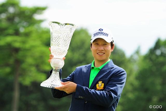 2015年 ミュゼプラチナムオープンゴルフトーナメント 最終日 キム・キョンテ キム・キョンテが「66」で逆転し、今季2勝目、ツアー通算7勝目を飾った