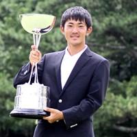 """""""最年少優勝""""対決を制した金谷拓実。17歳51日の高校2年生が日本一に上り詰めた 2015年 日本アマチュアゴルフ選手権 最終日 金谷拓実"""