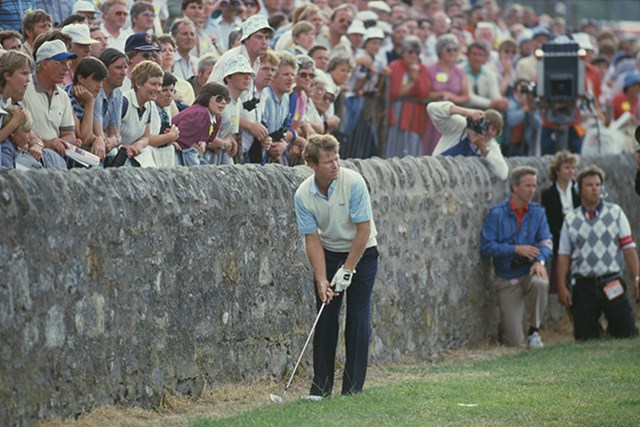 セントアンドリュースで開催された1984年大会(2位)でプレーする34歳のトム・ワトソン(Trevor Jones/Getty Images)