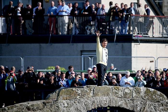 ニック・ファルドは全英初制覇の際に着ていたセーターに着替え、聖地を後にした(Streeter Lecka/Getty Images) 2015年 全英オープン 2日目 ニック・ファルド