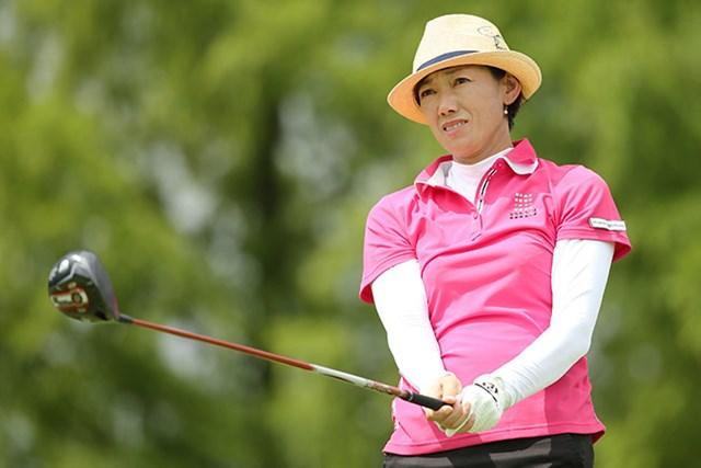 """自称""""夏女""""の白戸由香が33度の暑さの中、首位に躍り出た ※画像提供:日本女子プロゴルフ協会"""