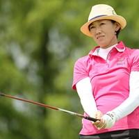 """自称""""夏女""""の白戸由香が33度の暑さの中、首位に躍り出た ※画像提供:日本女子プロゴルフ協会 2015年 LPGAレジェンズ選手権アイザックカップ 2日目 白戸由香"""