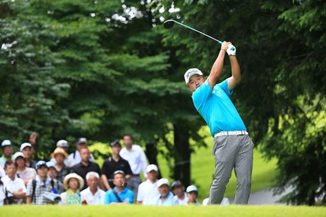 「全英」帰りの小田孔明が1打差4位に浮上。首位争いに加わり決勝ラウンドへ