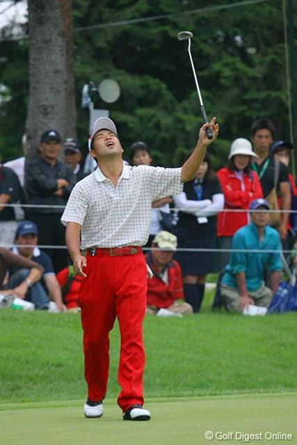 国内男子 UBS日本ゴルフツアー選手権 初日 池田勇太 バーディパットが外れて悔しがる池田勇太