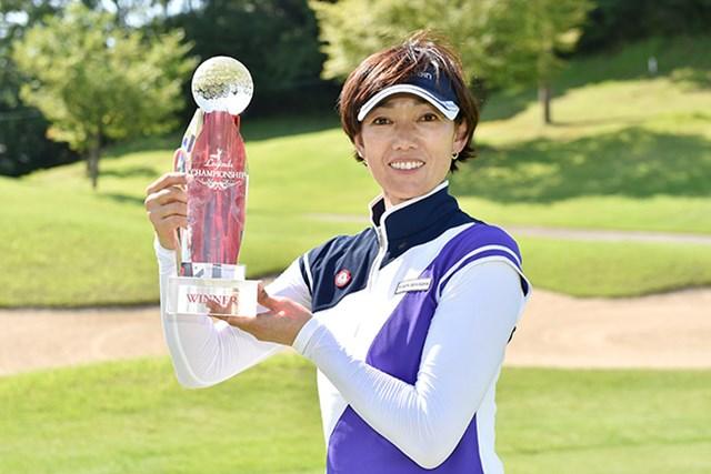 好相性を口にしていた白戸由香は、2日目以降ノーボギーでレジェンズ2勝目を挙げた ※画像提供:日本女子プロゴルフ協会