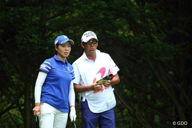 師匠・芹澤信雄とのペアで、ツアー初優勝へ向けて前進を続ける西山ゆかり