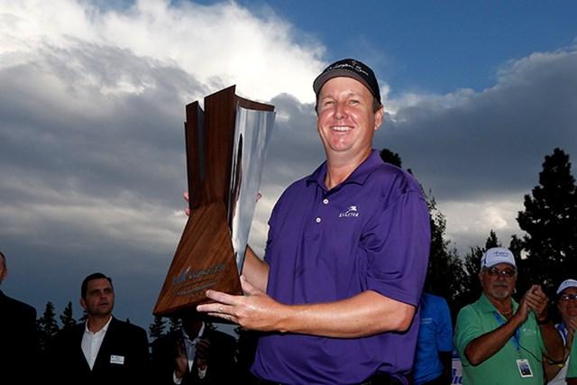 プレーオフにもつれた優勝争いを制し、40歳のJ.J.ヘンリーがツアー3勝目を挙げた(Christian Petersen/Getty Images)