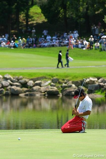 UBS日本ゴルフツアー選手権 宍戸ヒルズ 最終日 石川遼 17番、バーディパットが決まらずにへたりこむ