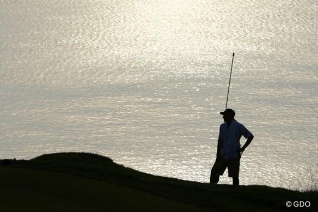 水平線が広がり海にしか見えないけれど、波はなく穏やかな水面を見ると、やはりここは湖のようです