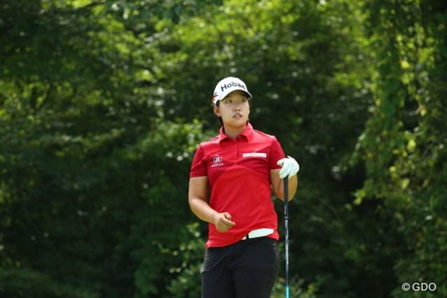 通算11アンダーとして首位に立った韓国のペ・ヒキョン