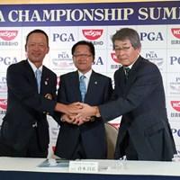 日本プロゴルフ協会の倉本昌弘会長(中央)らが、2016年大会の舞台となる北海道クラシックで会見を行った 2016年 日本プロゴルフ選手権大会 日清カップヌードル杯 事前 倉本昌弘