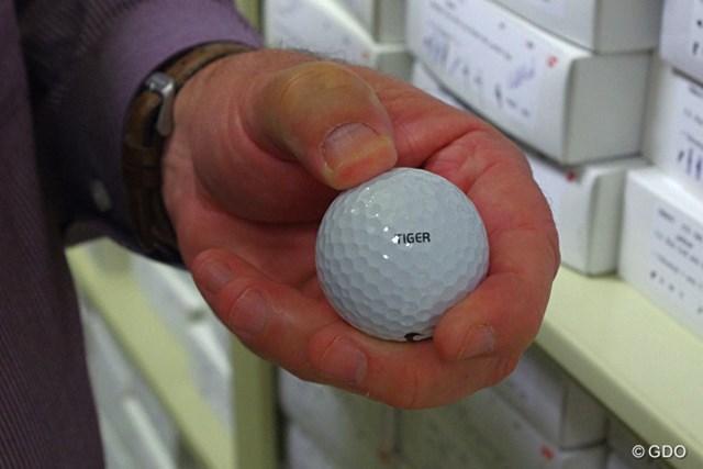 実際のトーナメント会場でも球を収集し、メーカーの申請通り確認するのだとか。タイガーの球もあった