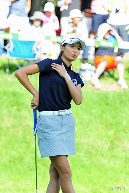 2015年 ゴルフ5レディス 初日 松森彩夏 めっちゃめちゃ細い女の子なんやけど。本年絶好調。ちょっとシップが痛々しいですが…。