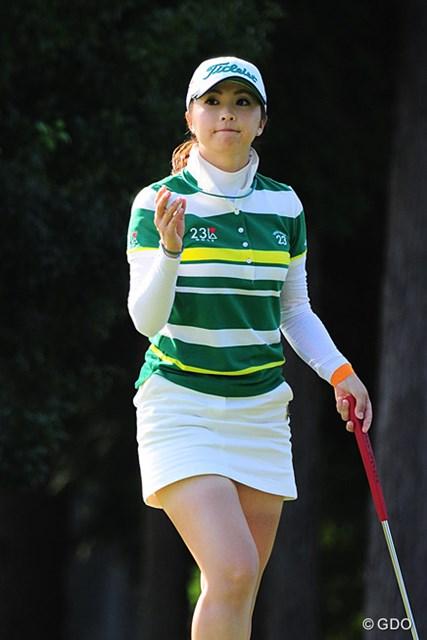 2015年 ゴルフ5レディス 初日 菊地絵理香 菊地絵理香はイ・ボミと同組ラウンド。「(イは)やっぱり安定してますね。気にせず自分のゴルフをできれば」