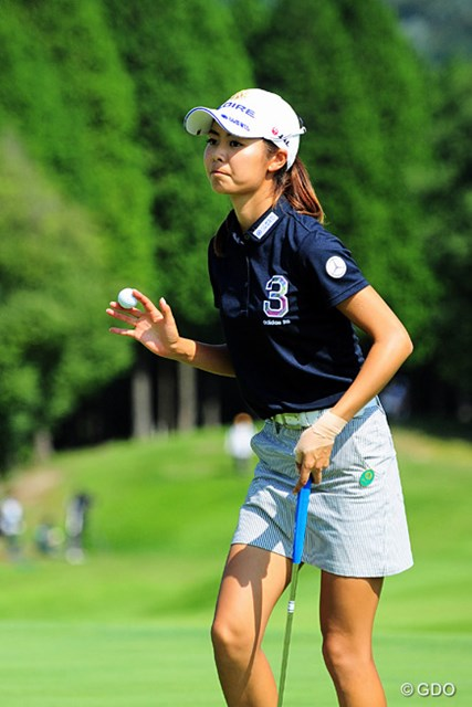 2015年 ゴルフ5レディス 初日 松森彩夏 2打差の4位で発進した松森彩夏。同期の江澤亜弥、藤田光里も並んだ。