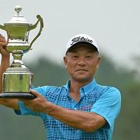逃げ切りで今季3勝目を挙げた崎山武志は、賞金ランクでもトップに立った ※日本プロゴルフ協会提供 2015年 アルファクラブCUP シニアオープン 最終日 崎山武志