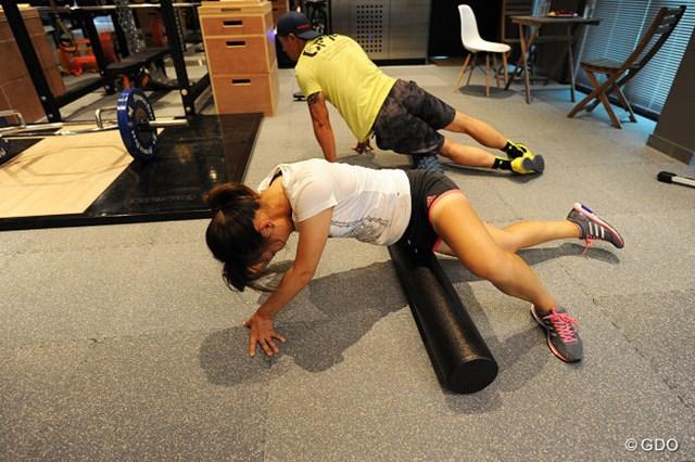 1.筋肉をほぐすことからスタート。凝った箇所は圧迫すると痛みがある