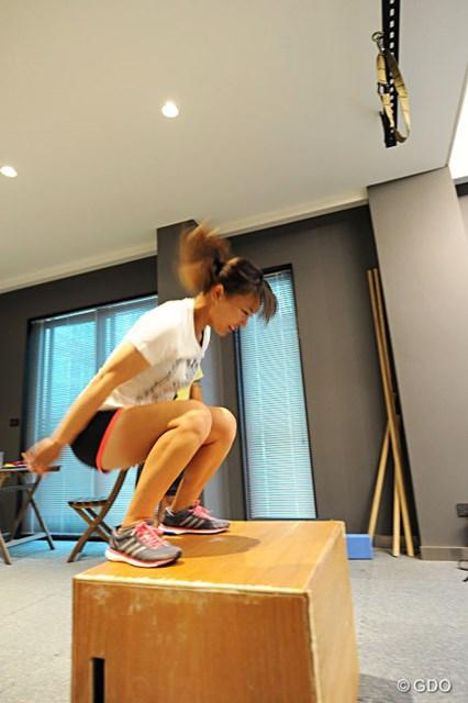 3.お尻の筋肉のアクティベーション。箱に飛び乗る動作で刺激していく