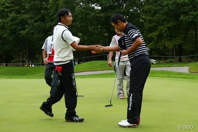 片山晋呉は惜しくもホストVならず。最後は勝った武藤俊憲が最敬礼で感謝していた