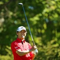 すっごい右に飛んで苦笑い。 2015年 ANAオープンゴルフトーナメント 初日 鈴木亨