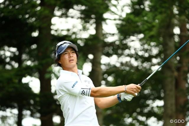 前日24歳になった石川は8アンダーの2位に立った