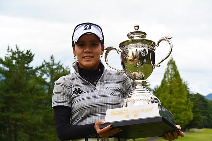 城間絵梨がステップアップツアー初優勝を遂げた※日本女子プロゴルフ協会提供 2015年 中国新聞ちゅーピーレディースカップ 最終日 城間絵梨